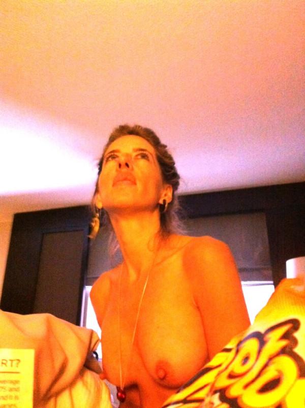 Lagartijas en mujeres desnudas pulgares